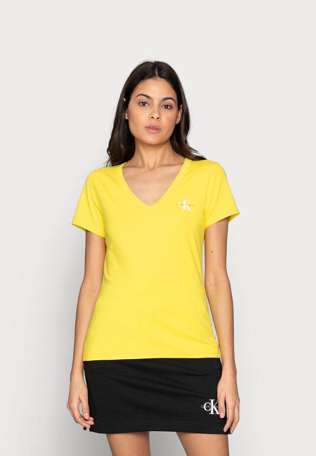 MONOGRAM SLIM V-NECK TEE - T-shirt basic - yellow