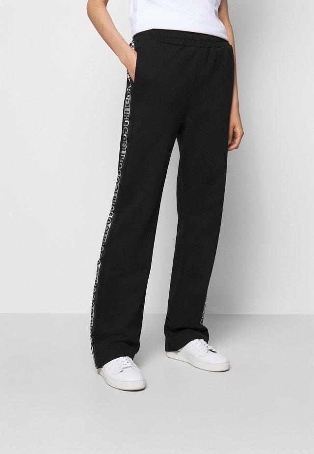 NENNIFER - Teplákové kalhoty - black