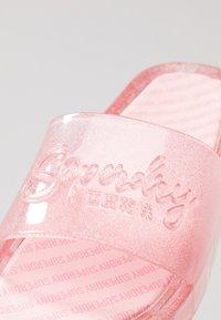 Superdry - MOULDED POOL SLIDE - Sandály do bazénu - crystal pink - 2