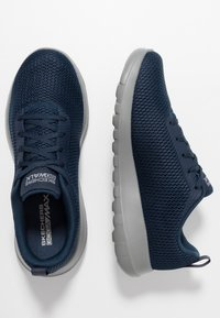 Skechers Performance - GO WALK MAX - Walkingschuh - navy/grey - 1