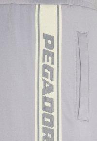 Pegador - LOGO PANTS UNISEX - Teplákové kalhoty - grey/coconut milk - 6