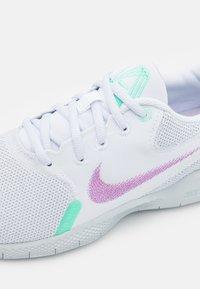 Nike Performance - FLEX EXPERIENCE - Zapatillas de running neutras - white/violet shock/green glow/football grey/infinite lilac/pure platinum - 5