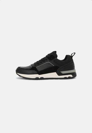 PETER - Sneaker low - black