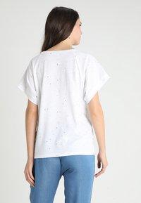 9Fashion - LUKKI - T-shirts med print - white - 2