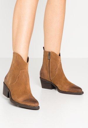 Cowboy/biker ankle boot - camel