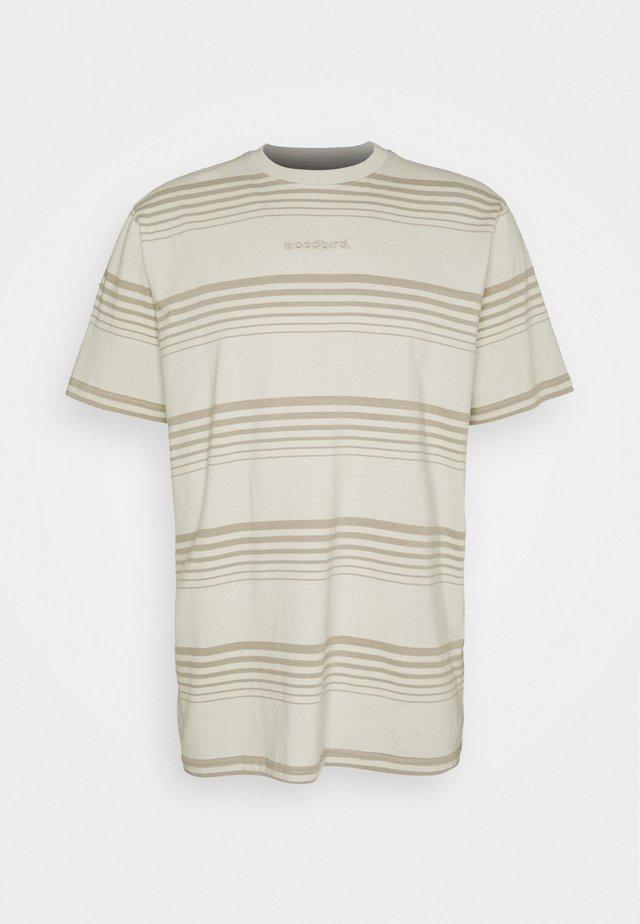 KLIX SCORE TEE - T-shirts med print - sand