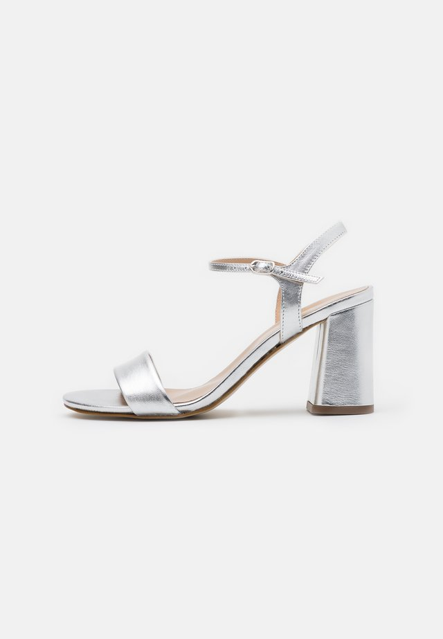 LEATHER SANDALS - Sandalias de tacón - silver