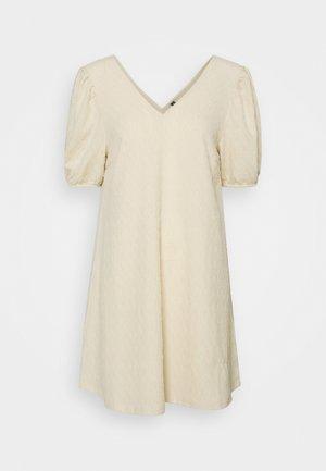 PCLIV DRESS - Žerzejové šaty - birch
