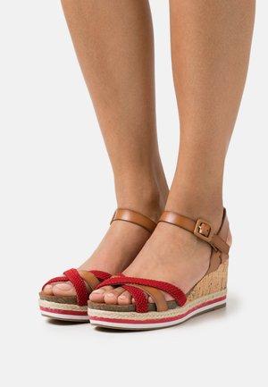 Platform sandals - rojo