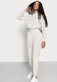 ONLY Petite - ONLNELLA PANTS - Tracksuit bottoms - pumice stone mellange - 3