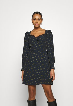 SKATER MINI DRESS WITH LONG SLEEVES AND SWEETHEART NECKLINE - Robe d'été - olive