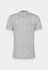 Lyle & Scott - TEE - T-shirt med print - true black/white - 1