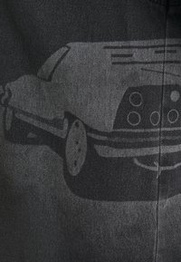NU-IN - STEFANIE GIESINGER X nu-in SHORT SLEEVE OVERSIZED LASER PRINT DENIM - Button-down blouse - dark grey - 2