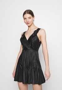 WAL G. - NAIROBI PLEATED DRESS - Vestido de cóctel - black - 0