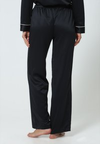 BlueBella - CLAUDIA - Pyjama set - black/pale pink - 4