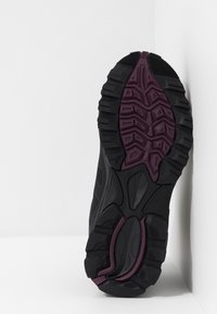 Hi-Tec - RAVEN MID WP - Outdoorschoenen - black/grape wine - 4