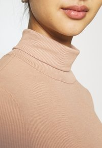 Pieces - PCPIPPI ROLLNECK - Long sleeved top - warm taupe - 5