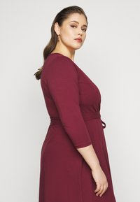 Dorothy Perkins Curve - WRAP DRESS - Day dress - berry - 4