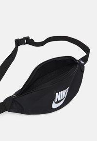Nike Sportswear - HERITAGE WAISTPACK UNISEX - Bum bag - black/white - 2