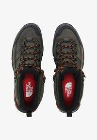 The North Face - M CRESTVALE FUTURELIGHT - Chaussures de marche - new taupe green/tnf black - 0