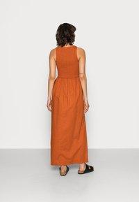 Notes du Nord - VELVET SMOCK DRESS - Maxi dress - burnt caramel - 2