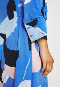 Nümph - NUCORA DRESS - Skjortekjole - ultramarine - 6