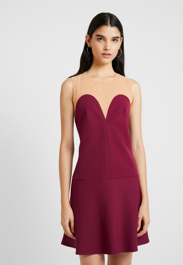 CINDY DRESS - Cocktailjurk - carmine