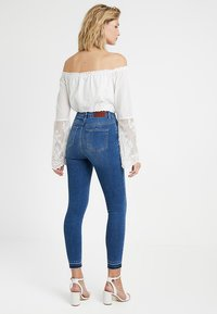 NA-KD - HIGH WAIST OPEN HEM - Jeans Skinny Fit - mid blue - 2