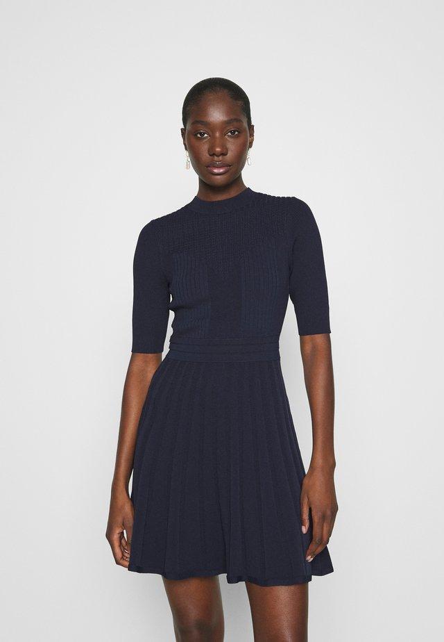 OLIVINN - Pletené šaty - navy