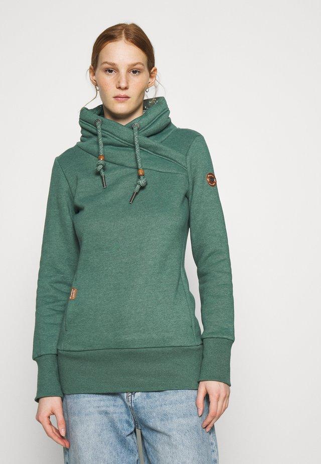 NESKA - Sweatshirt - green