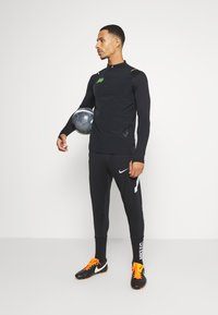 Nike Performance - MERC DRY - Funktionsshirt - black/volt - 1