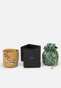Hermina Athens - BASKET BROCADE MARBLE CHAIN - Handtasche - natural/green - 3
