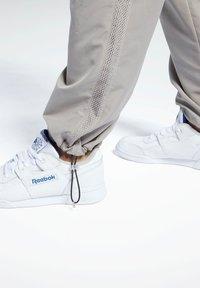 Reebok Classic - CLASSICS TRACKSUIT BOTTOMS - Pantalon de survêtement - grey - 4