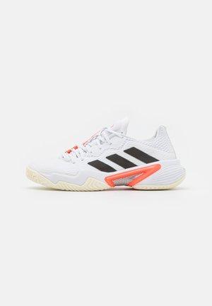 BARRICADE - Scarpe da tennis per tutte le superfici - white