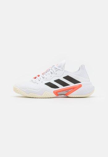 BARRICADE - Allcourt tennissko - white