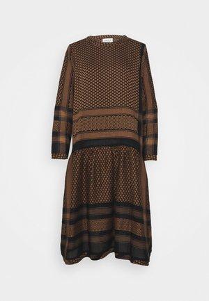 JOSEFINE - Day dress - black/oak