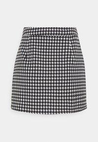 Missguided Petite - ZIP UP BACK DOGTOOTH BRALET AND SLIT FRONT MINI SKIRT  - Mini skirt - black - 4