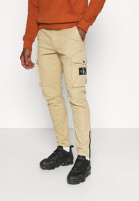 Calvin Klein Jeans - WASHED PANT - Cargo trousers - beige - 0