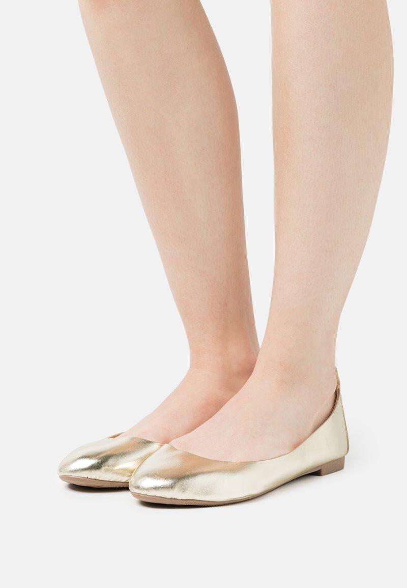 Even&Odd Wide Fit - Ballerinaskor - gold