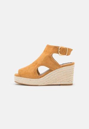 Sandalen met plateauzool - brown light