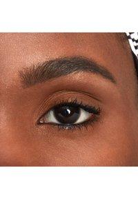 Nyx Professional Makeup - FILL&FLUFF EYEBROW POMADE PENCIL - Eyebrow pencil - 7 espreso - 2