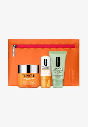SUPERDEFENSE VALUE SET - Skincare set - -