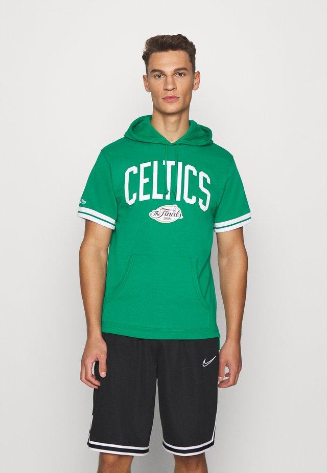 BOSTON CELTICS SHORT SLEEVE HOODY - Klubové oblečení - green