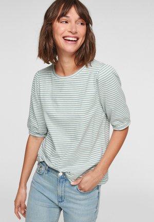 Print T-shirt - light green stripes
