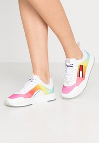 Tommy Jeans - DEGRADE FLEXI  - Zapatillas - pink daisy - 0