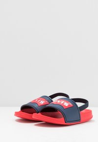 Levi's® - POOL MINI UNISEX - Sandals - red/navy - 3