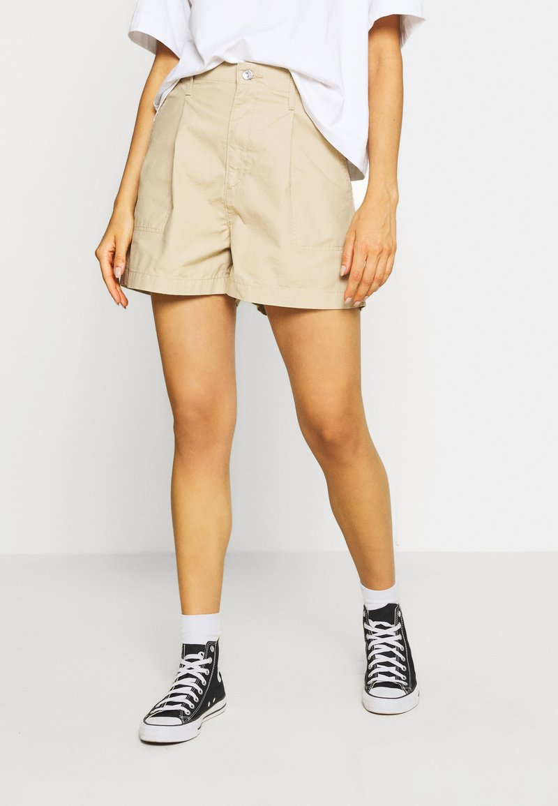 Levi's® - PLEATED UTILITY - Shorts - crisp