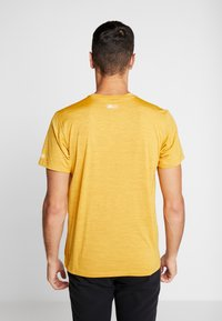 Columbia - TRINITY TRAIL™ GRAPHIC TEE - Print T-shirt - bright gold - 2