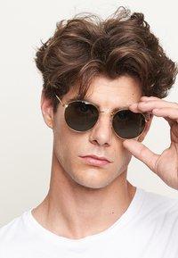 Meller - Sunglasses - gold olive - 1