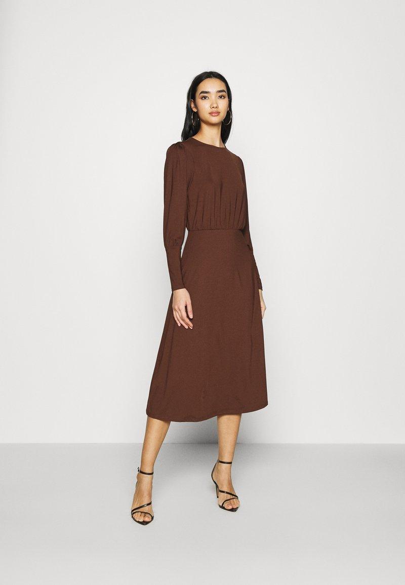 Vero Moda - VMNEXT CALF DRESS - Jumper dress - potting soil